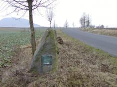 """Památní kámen kukončení prvních pozemkových úprav - r.1925 """"Kde stál zase stojí svobodný lid nasvobodné půdě"""""""