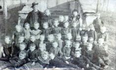 Bechlín - předevangelickou školou - kolem r.1907